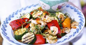 Grillede grøntsager med rejer