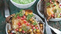 Bagte søde kartofler med sprøde kikærter og broccolipesto