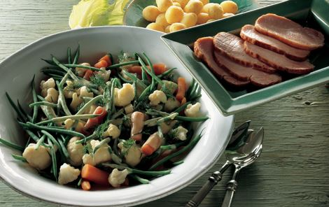 Grøntsager med sennepssauce og hamburgerryg