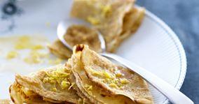 Fuldkornspandekager med rørsukker og citron