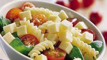 Salat med ost og pasta