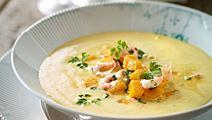 Suppe med bagt græskar og råstegte grønlandske rejer