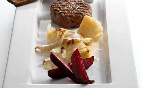 Hvidkål i ostesauce og bagte rødbeder