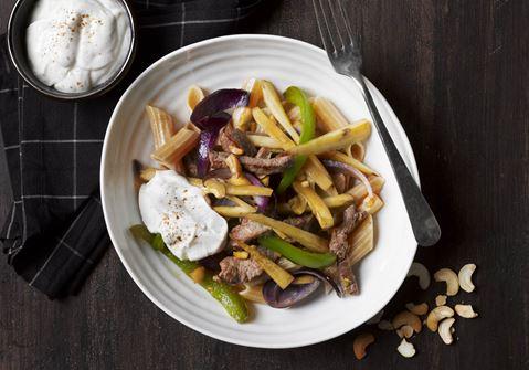 Stegte grøntsager med pasta og garam masaladressing
