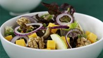 Salat med ost og dadler