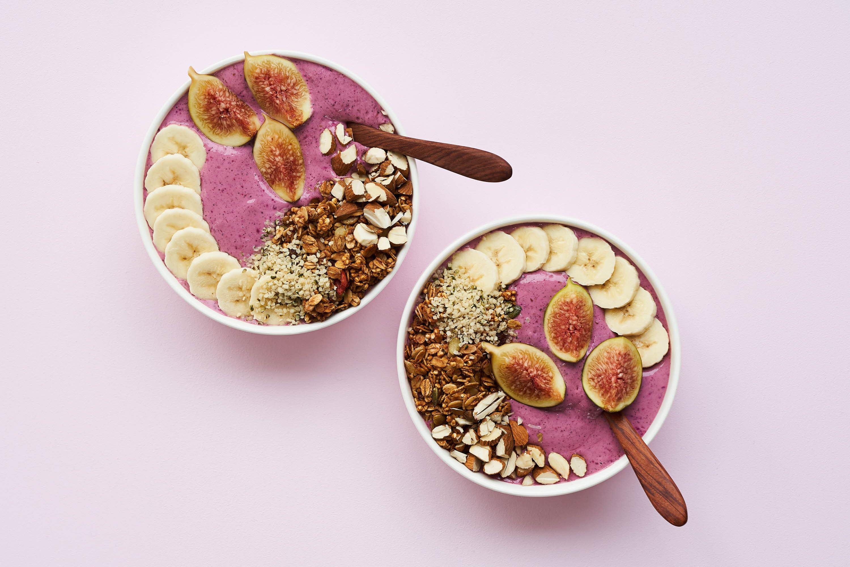 Acai bowl med figner og granola