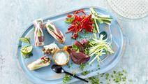 Rispapirruller med roastbeef og wasabidip