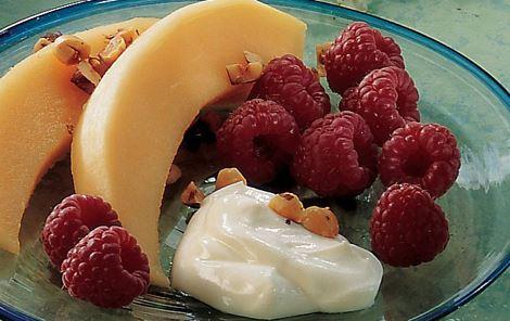 Melon og hindbær med yoghurt