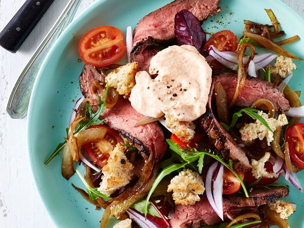 Steaksalat med chilikrydret hytteostmayo