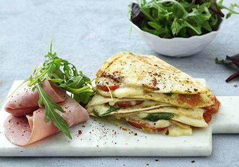 Quesadillas med hytteost, spinat og skinke