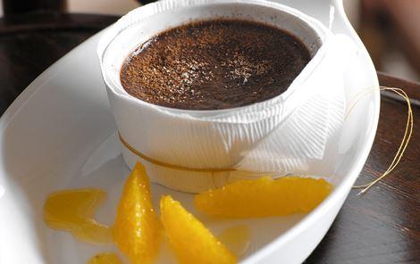Chokoladebudding og appelsinsirup