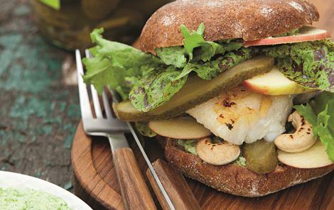 Fiskeburger med broccolicreme