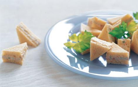 Små sandwich med tun og wasabi