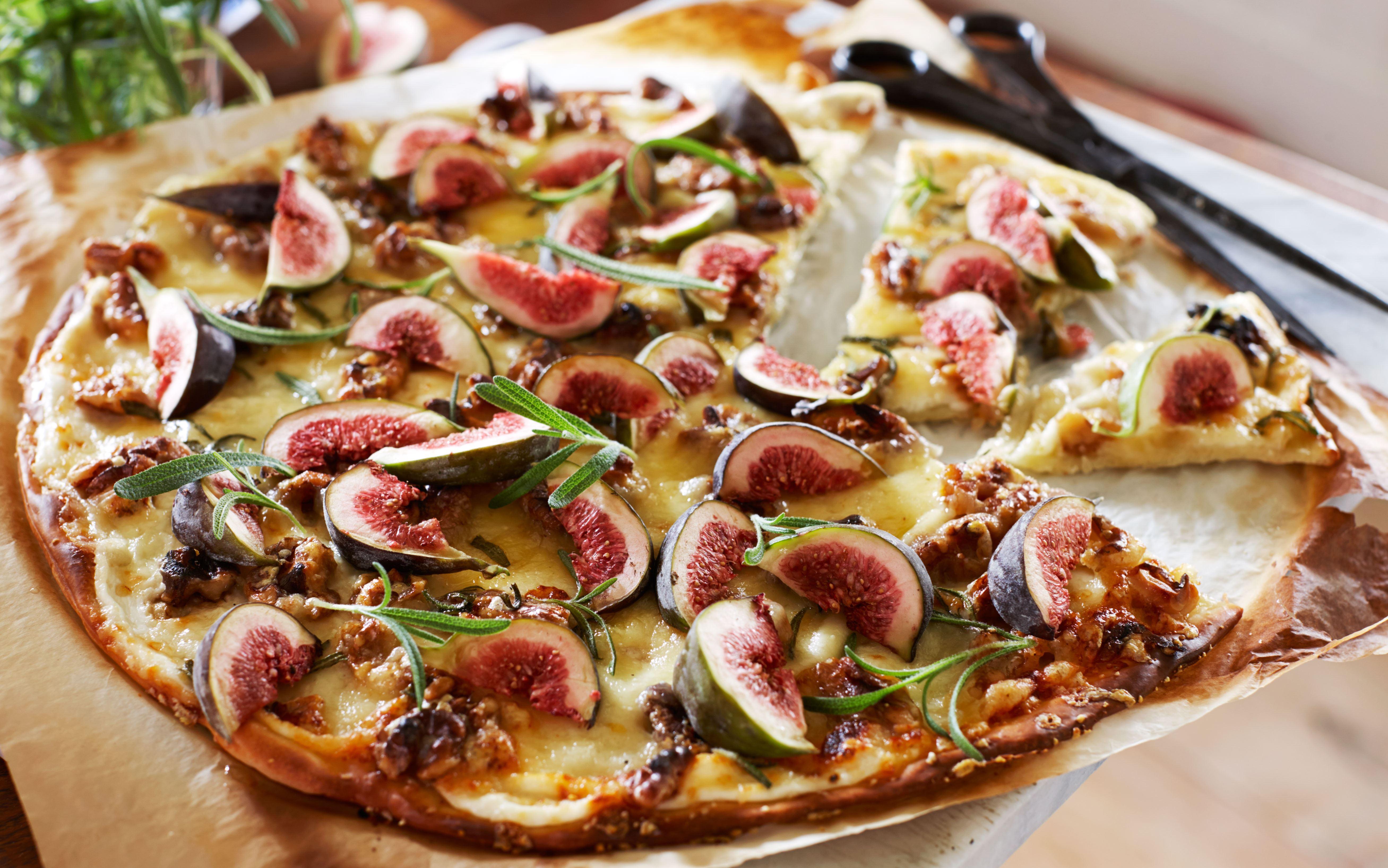 Pizza med friske figner og rosmarin