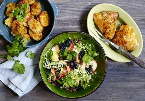 Hotte ostegratinerede kyllingelår og kartofler
