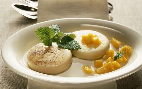 Flødedessert med citron og nellike
