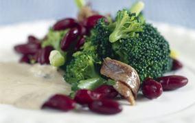 Broccolisalat med tuncreme