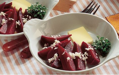 Nye rødbeder med peberrod og smør