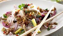 Nudelsalat med oksekød og koriander