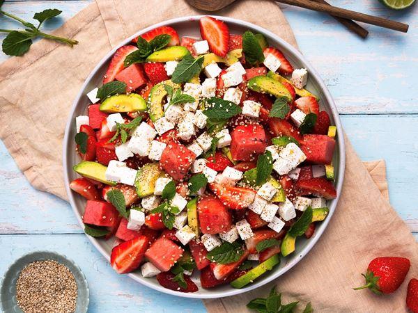 Salat med vandmelon, avocado og jordbær