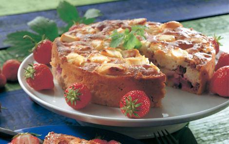Mandel- og rabarberkage med flødeost