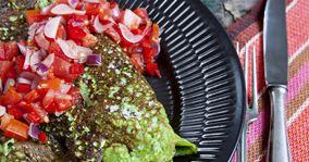 Grøn omelet med rød salsa