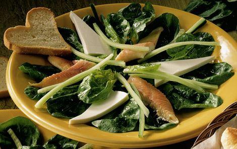 Salat med røget ørred