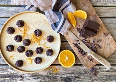 Fyldte chokolader med orange-nougat-knas