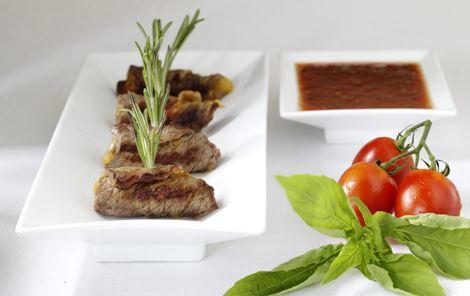 Kalveroulader med ost, rosmarin og tomatsmørsauce
