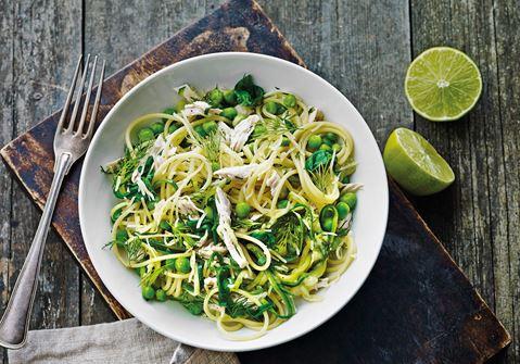 Cremet spaghetti med kylling, lime og grønt
