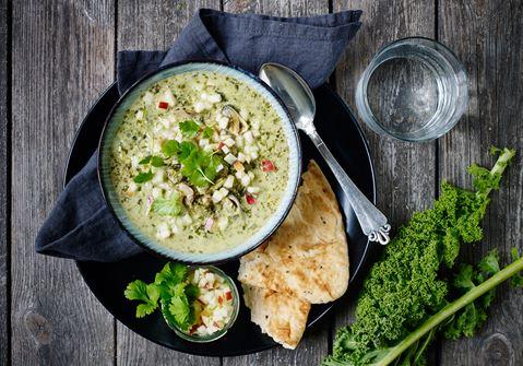 Grøn suppe med skaldyr