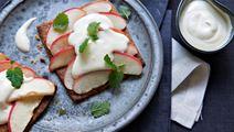 Æblesnitter med vaniljeskum