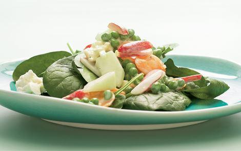 Salat med ærter, melon og spinat