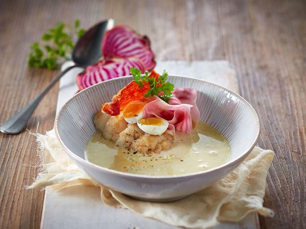 Bagt torsk i sennepssuppe med bolsjebeder