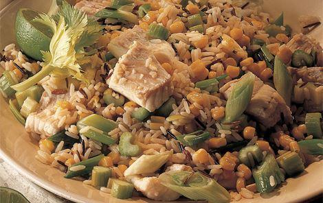 Ris med marineret fisk