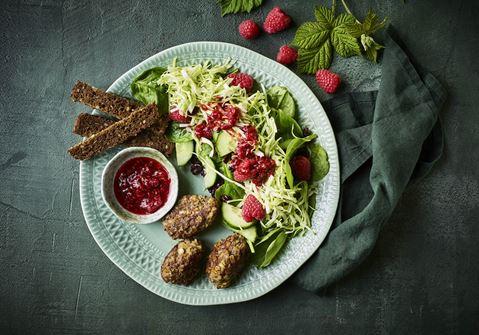 Oksedeller med hindbærsalat
