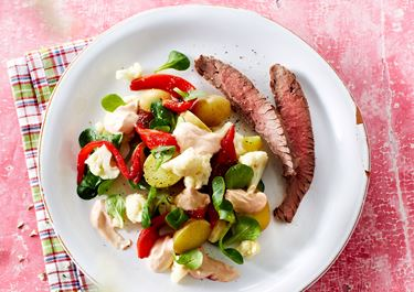 Kartoffelsalat med blomkål og grillet peberfrugt
