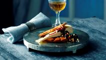 Krydret rødvinssirup med nødder og rosiner til ost