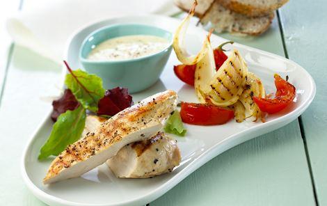 Grillede grøntsager og kylling med mayo