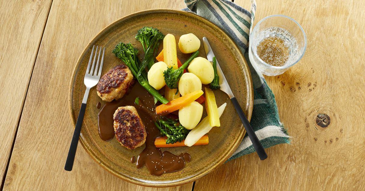 Frikadeller med sauce og kartofler - Opskrifter - Arla