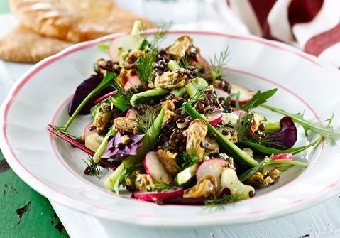 Muslingesalat med knasende grønt og belugalinser