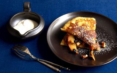 Tykke pandekagesnitter med æblekompot