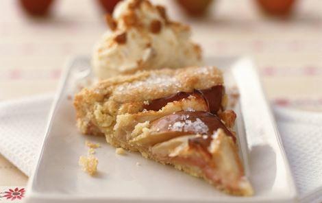 Æblekage med brunkageis