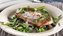 Skinkeschnitzler med grøntsager og bacondip