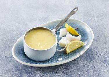 Varm smørsauce til fisk og grøntsager