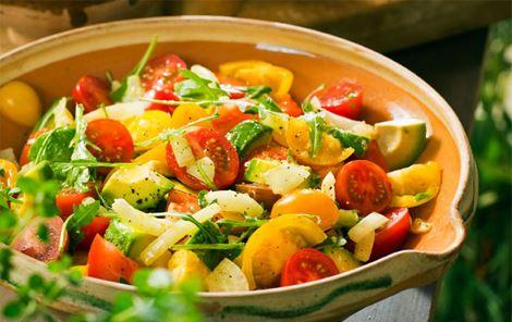 Tomatsalat med balsamicoyoghurt