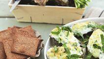 Gratinerede østers med knækbrød