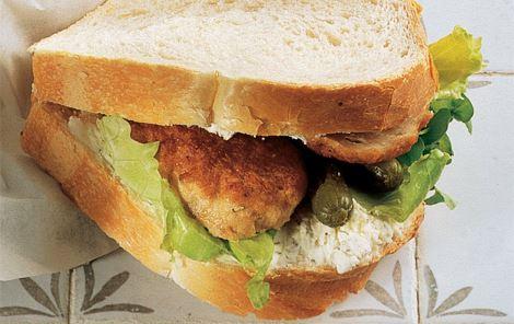 Sandwich med frikadelle og flødeost