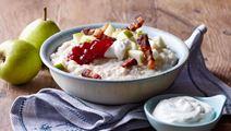 Byggrød med yoghurt, tyttebær og bacon