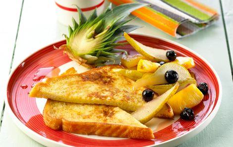 French toast med smørstegt frugt